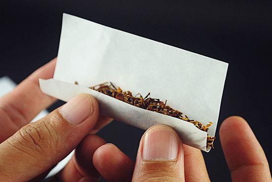 hogyan kell tartani a cigarettát)