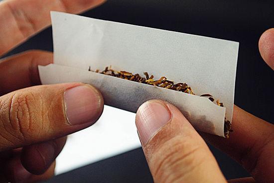 cigarettakészítés